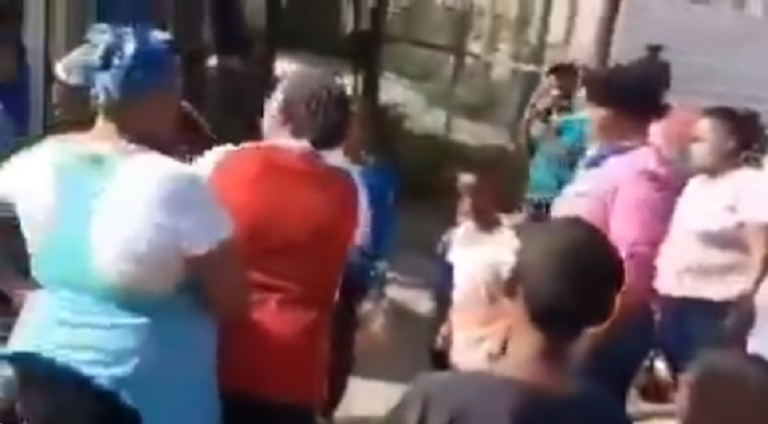 WATCH: Cape Town community angered after street vendor inflates prices of illicit cigarettes