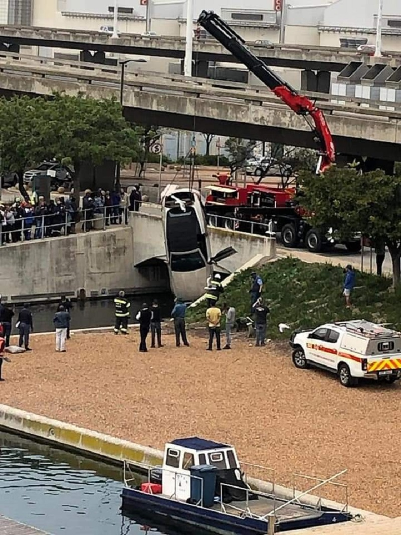 WATCH: Mercedes-Benz convertible loses control, plunges into canal at CTICC