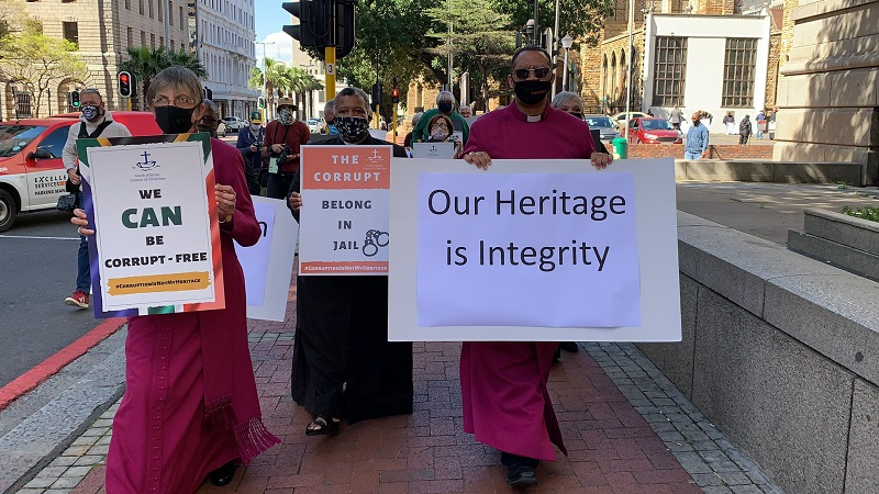 Archbishop Thabo Makgoba leads silent protest against corruption