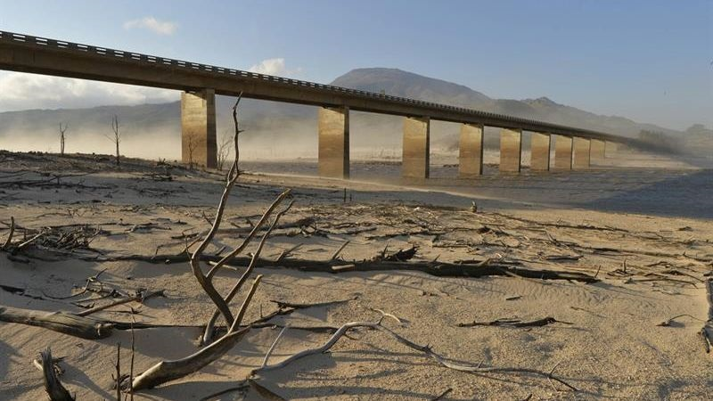 Stunning space photos show Theewaterskloof dam coming back to life from the drought
