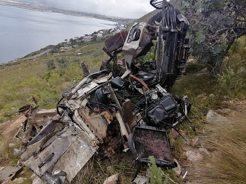 Man in critical condition after crashes down cliff in Gordon's Bay