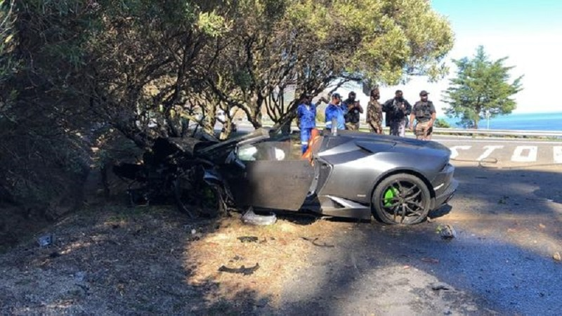 Lamborghini Huracán Spyder mangled in Cape Town crash
